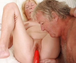 Grandpa pleases grandmas hairy vagina with his tongue and a sex toy