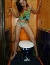 Kimmy can make even her loo a hot spot for some sexy posing - part 4781