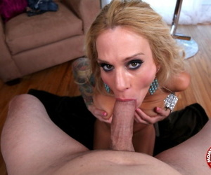 Tattooed chick Sarah Jessie sucks the sperm from a dick after a blowjob