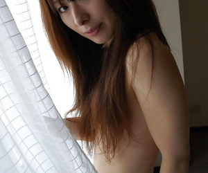 Asian babe Risa Yamane posing nude and showcasing her pink twat in close up