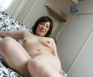 Naughty asian MILF Kimiko Ogata showcasing her fuckable curves after bath