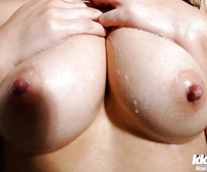 Stunning asian babe Amu Masaki exposing her sexy body in the bath