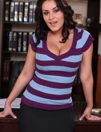 White law clerk Gracie Glam moonlights as a nude model after work hours