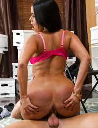 Latina Diamond Kitty is getting a juicy load of sperm in her mouth
