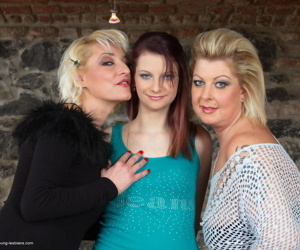2 mature women have a lesbian threesome with a younger girl