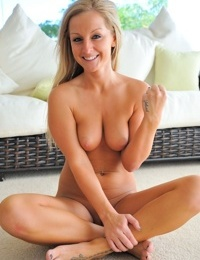 Raunchy blonde bimbo stuffs her shaved twat with toys and vegetables