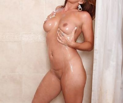 MILF Olivia Sinclair masturbating her wet pussy in shower to orgasm
