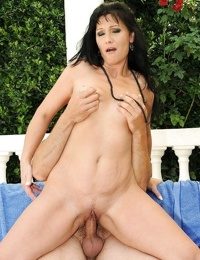 Seductive mature brunette gets her pussy gobbled and screwed outdoor