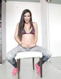 Hot chick in pink heels stripping off jeans to bare sexy ass and trimmed cunt