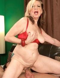 Molten granny Miranda Torri bangs the same stud that her daughter did