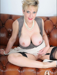 Mature chesty hot wifey woman sonia in rosebutt - part 1988