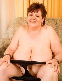Big granny jindri masturbates with massager - part 4432