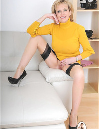 Long legs seamed nylons mature chick sonia - part 2526