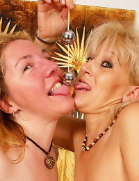 Two dirty granny whores in some hot lesbo activity - part 4654
