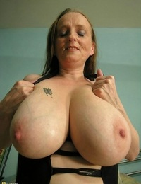 Thick caked mama toying with herself in solo hookup pics - part 3652