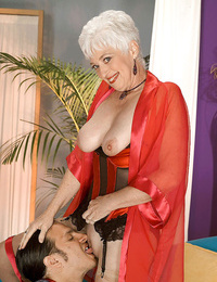 Suzy is a swinger who loves to watch and loves when people watch - part 1174