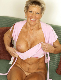 Muscle short haired granny posing nude on the webcam like a pro