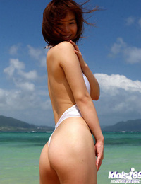 Pretty asian babe Adusa Kyono unveiling her tempting curves outdoor